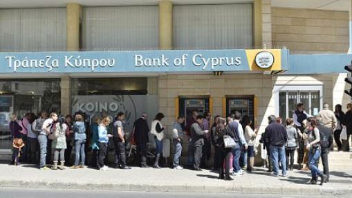 วิกฤติการถอนเงินที่ ไซปรัส ประชาชนไม่สามารถถอนเงินของพวกเขาออกมาได้